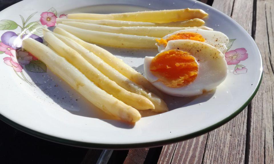 asparagi e uova alla bassanese