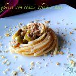 Spaghetti con tonno, olive e noci