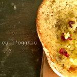 Pane condito con olio: il gusto della semplicità