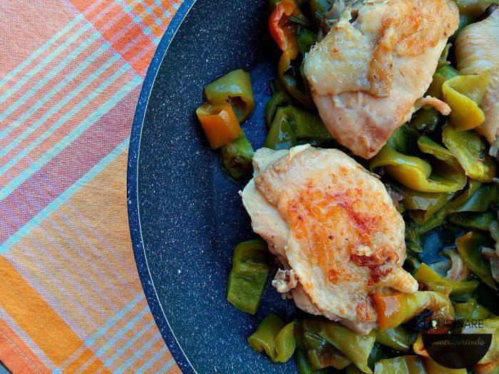 cosce di pollo e peperoni