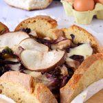 Rustico di pane e radicchio