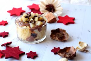 charlotte natalizia cioccolato e pere dolce con panettone