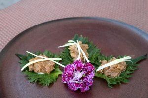 carne su foglia di shiso amocù catania