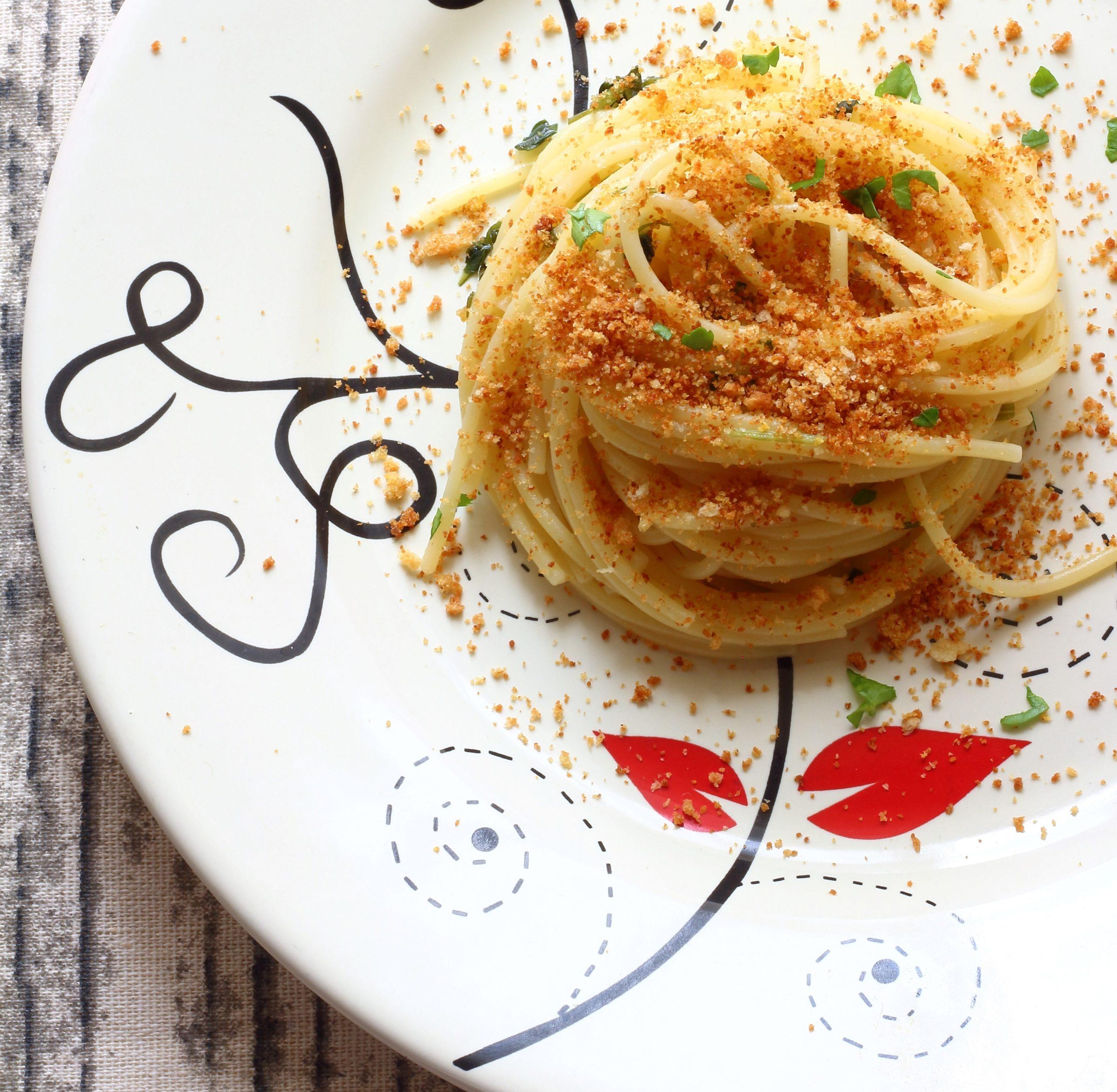 pasta con la mollica siciliana