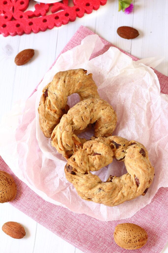 biscotti napoletani taralli con le mandorle la sugna il pepe